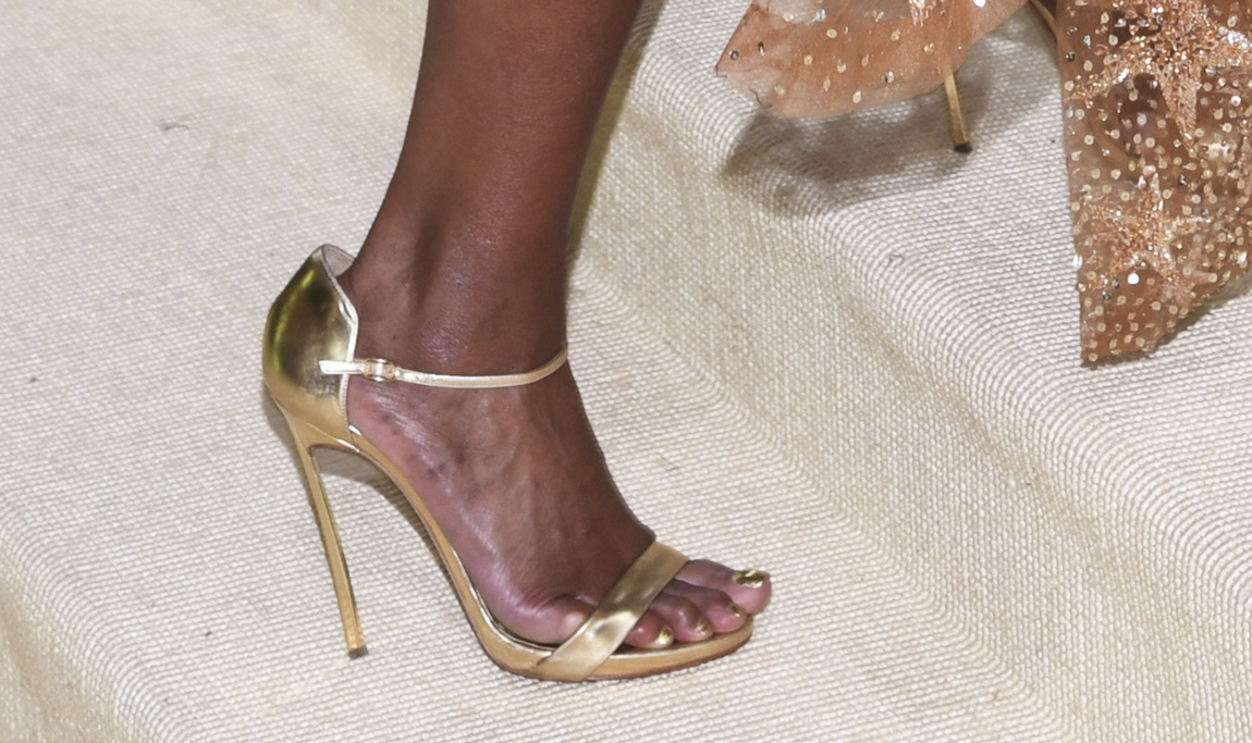 Mary J. Blige walking on the red carpet at the 2021 Metropolitan Museum of Art Costume Institute Gala.