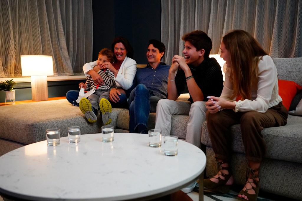 Justin Trudeau, Sophie Gregoire-Trudeau, mom jeans, Converse, sandals, election