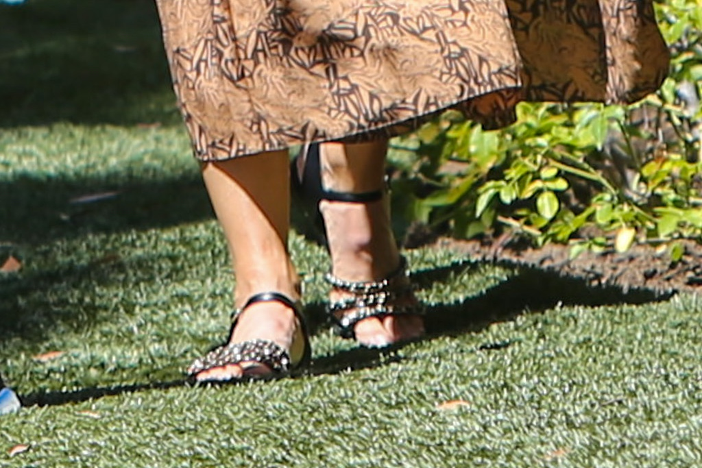 Jennifer Garner, sandals, chain sandals