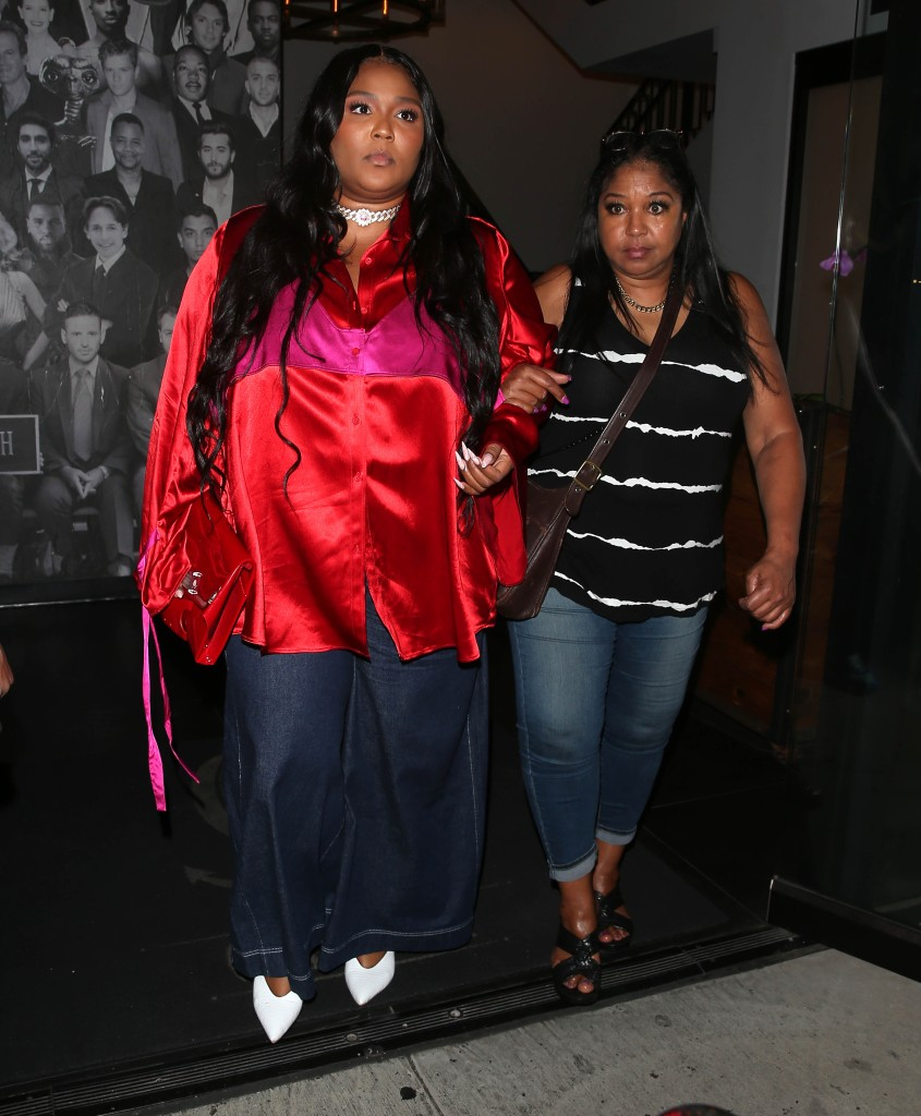 Lizzo was all smiles as she was seen leaving dinner at Catch Restaurant in West Hollywood, CA. 03 Sep 2021 Pictured: Lizzo. Photo credit: MEGA TheMegaAgency.com +1 888 505 6342 (Mega Agency TagID: MEGA783751_005.jpg) [Photo via Mega Agency]