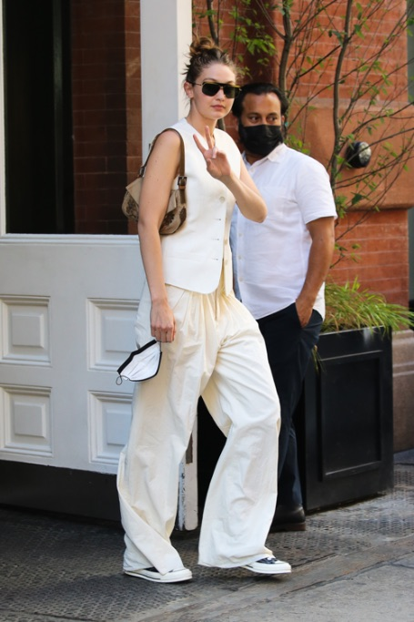 Gigi Hadid, NYC, converse, white outfit