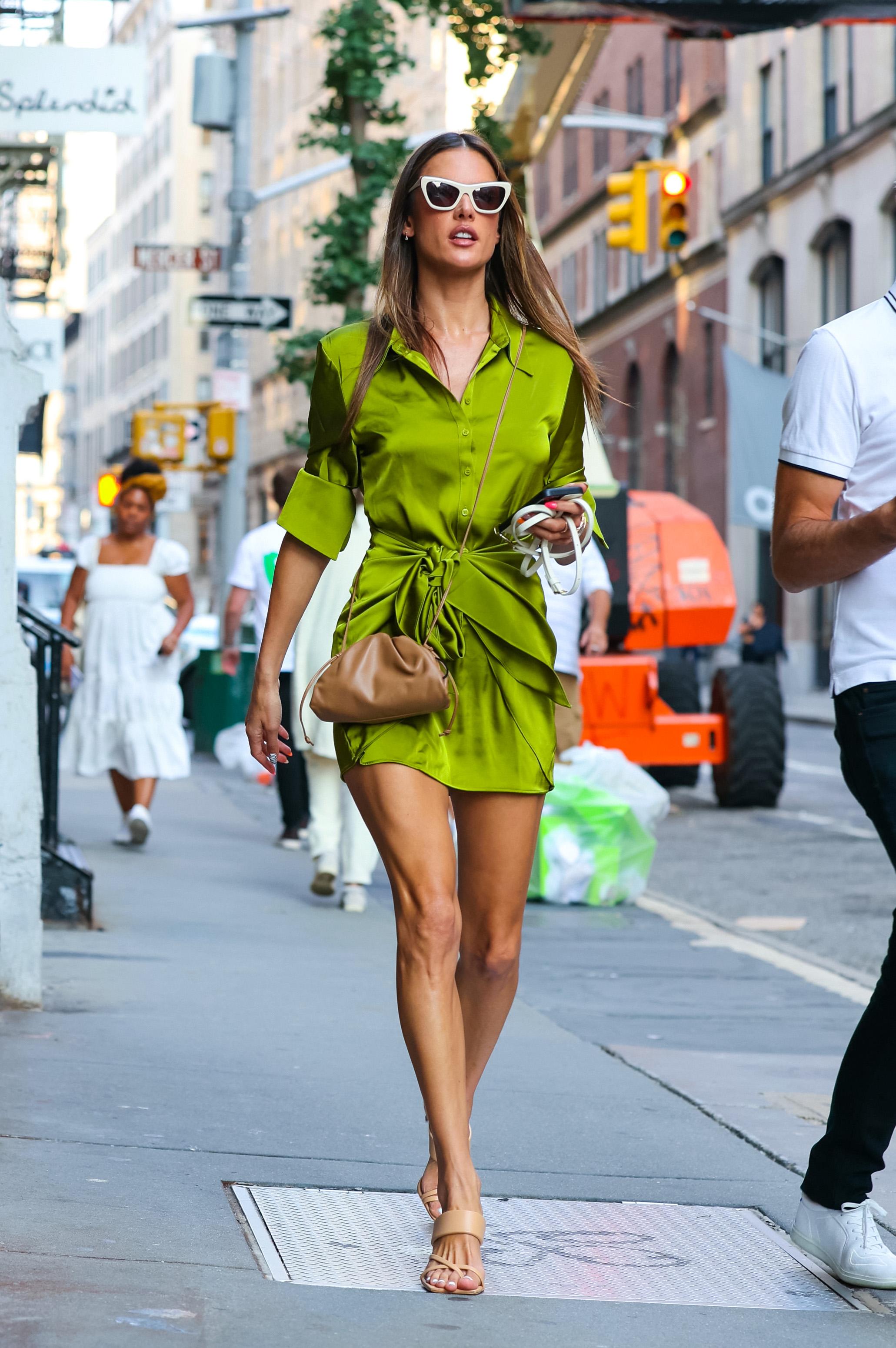 Alessandra Ambrosio is seen in New York City. NON-EXCLUSIVE September 8, 2021. 08 Sep 2021 Pictured: Alessandra Ambrosio. Photo credit: Jose Perez/Bauergriffin.com / MEGA TheMegaAgency.com +1 888 505 6342 (Mega Agency TagID: MEGA785366_009.jpg) [Photo via Mega Agency]