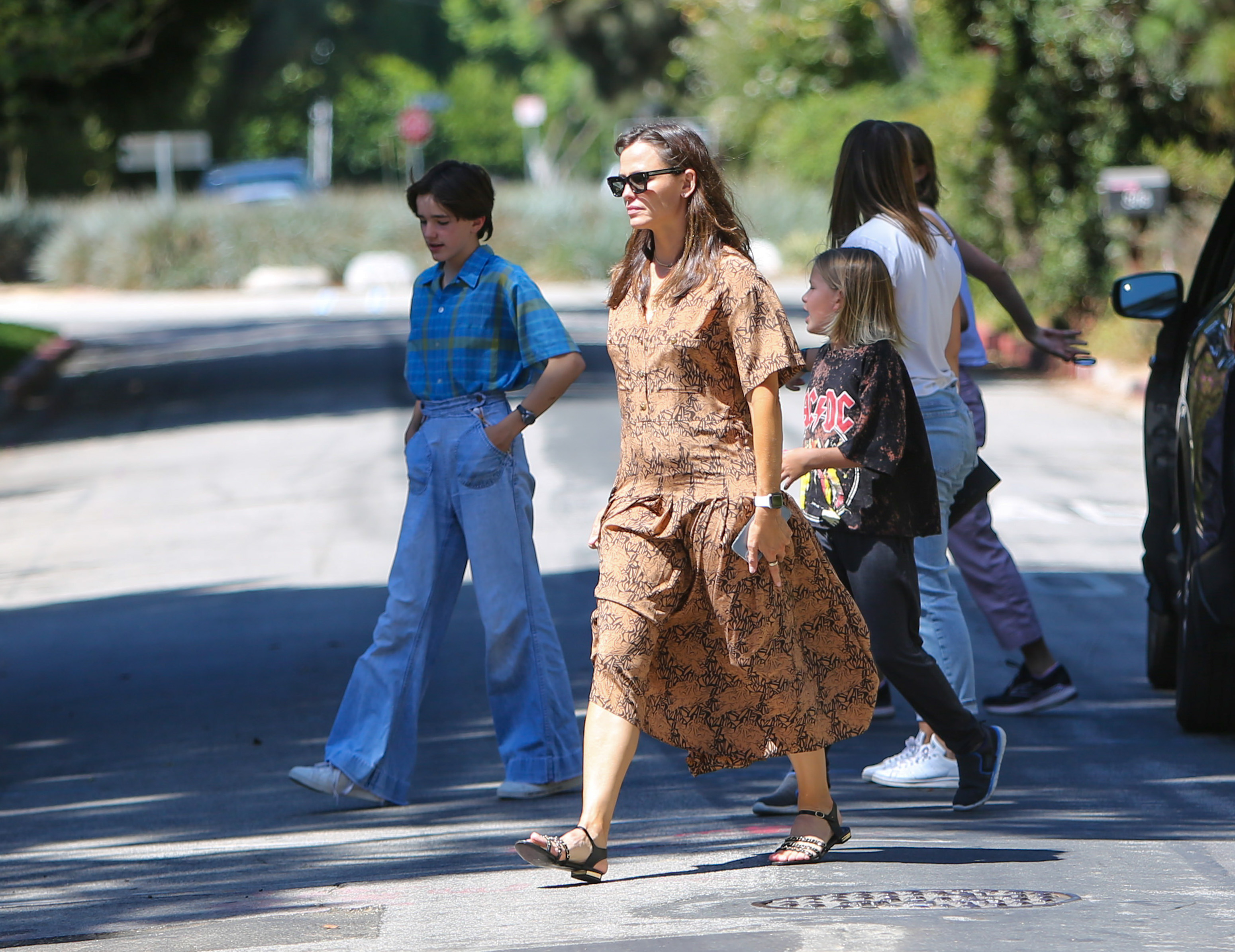 Jennifer Garner is seen with Violet, Seraphina and Samuel Affleck in Los Angeles, California. NON-EXCLUSIVE September 11, 2021 210911BG004 Los Angeles, CA www.bauergriffin.com. 11 Sep 2021 Pictured: Jennifer Garner. Photo credit: BG004/Bauergriffin.com / MEGA TheMegaAgency.com +1 888 505 6342 (Mega Agency TagID: MEGA786259_009.jpg) [Photo via Mega Agency]