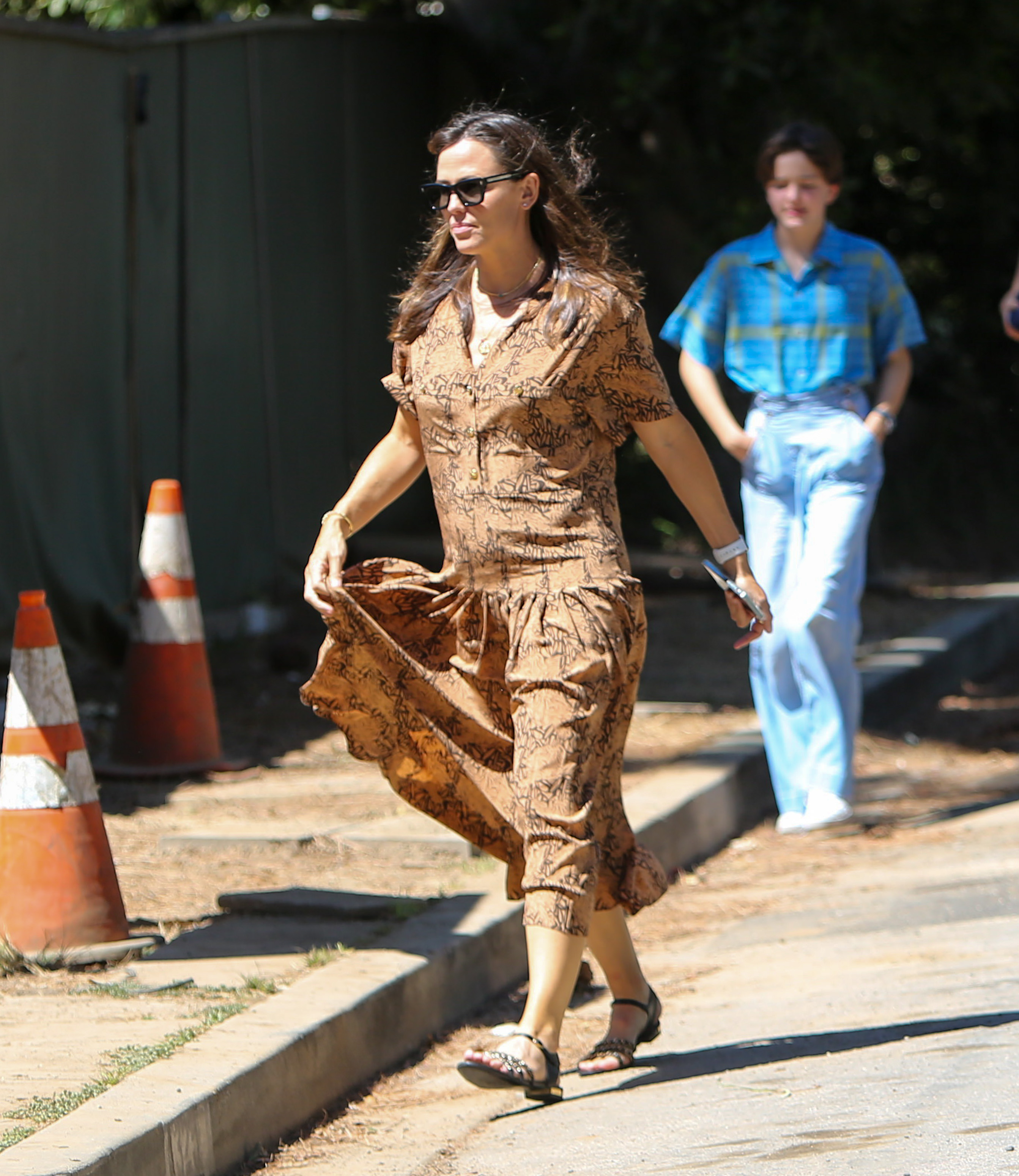 Jennifer Garner is seen with Violet, Seraphina and Samuel Affleck in Los Angeles, California. NON-EXCLUSIVE September 11, 2021 210911BG004 Los Angeles, CA www.bauergriffin.com. 11 Sep 2021 Pictured: Jennifer Garner. Photo credit: BG004/Bauergriffin.com / MEGA TheMegaAgency.com +1 888 505 6342 (Mega Agency TagID: MEGA786259_014.jpg) [Photo via Mega Agency]