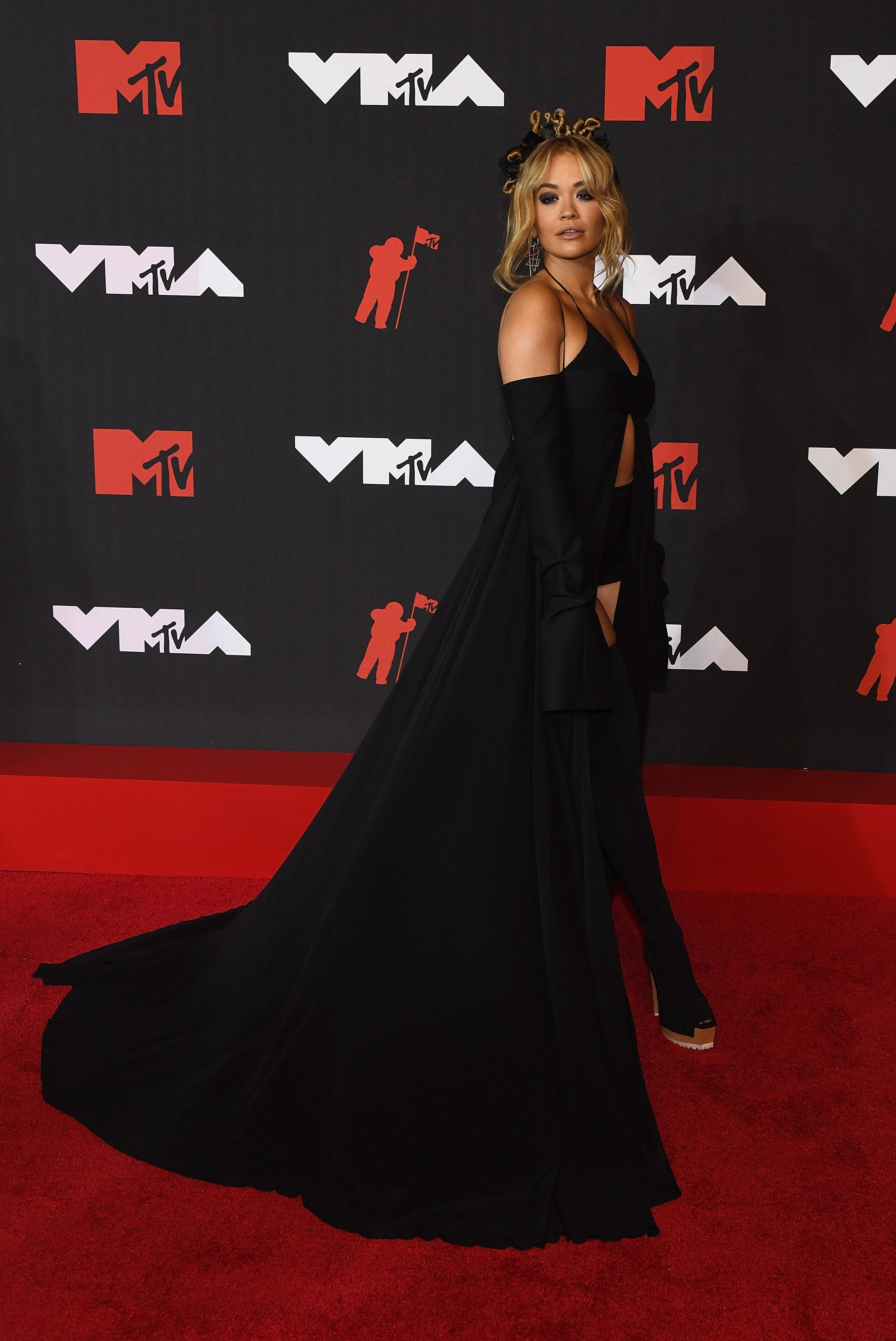Rita Ora, Vera Wang, VMA's, MTV