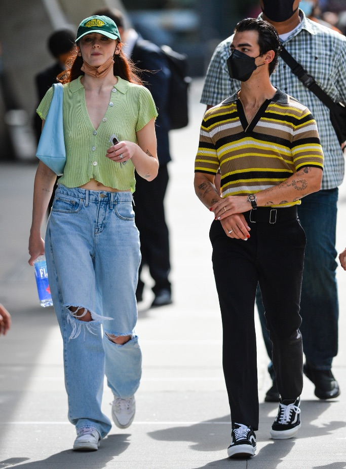Sophie Turner, Joe Jonas, ripped jeans, short sleeve cardigan, white sneakers, NYC