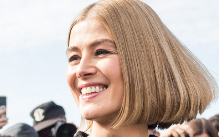 Rosamund Pike arriving at Dior fashion show during Paris Fashion Week on September 28, 2021 in Paris, France. Photo by Nasser Berzane/ABACAPRESS.COMPictured: Rosamund PikeRef: SPL5261317 280921 NON-EXCLUSIVEPicture by: Nasser Berzane/AbacaPress / SplashNews.comSplash News and PicturesUSA: +1 310-525-5808London: +44 (0)20 8126 1009Berlin: +49 175 3764 166photodesk@splashnews.comUnited Arab Emirates Rights, Australia Rights, Bahrain Rights, Canada Rights, Greece Rights, India Rights, Israel Rights, South Korea Rights, New Zealand Rights, Qatar Rights, Saudi Arabia Rights, Singapore Rights, Thailand Rights, Taiwan Rights, United Kingdom Rights, United States of America Rights