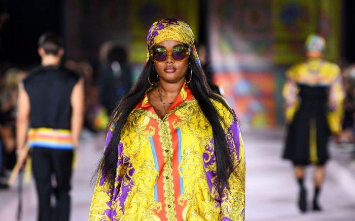 versace, versace spring 2022, versace runway, versace fashion, versace shoes, runway, mfw, milan fashion week, fashion, dua lipa versace, dua lipa