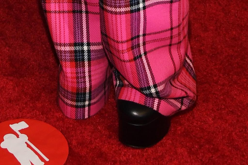 avril lavigne, corset, bustier, suit, pink suit, plaid, purse, boots, mtv vmas, mod sun, platforms