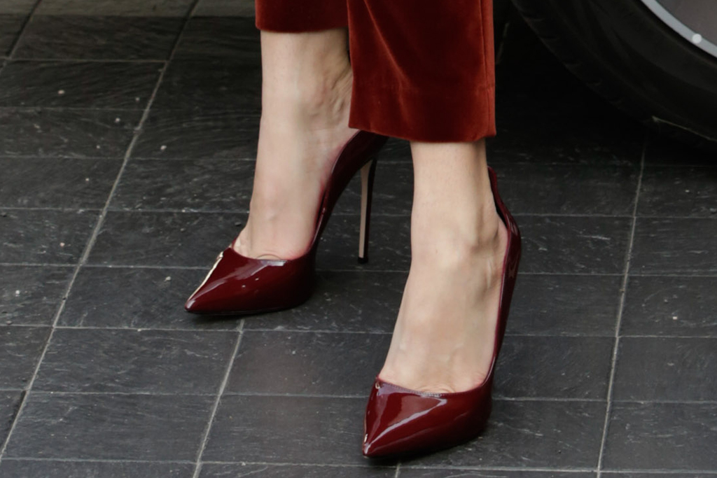 bella thorne, red hair, velvet suit, vest, red velvet pantss, heels, pumps, benjamin mascolo, fiance, milan fashion week, italy, etro