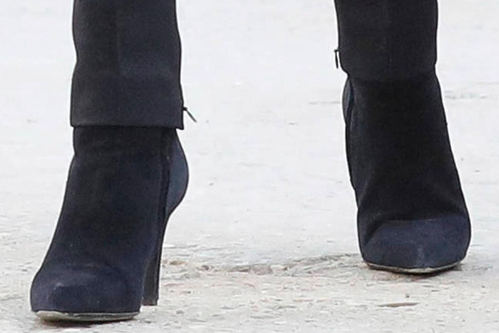 brigitte macron, blazer, blouse, pants,skinny jeans, boots, booties, library, emmanuel macronv