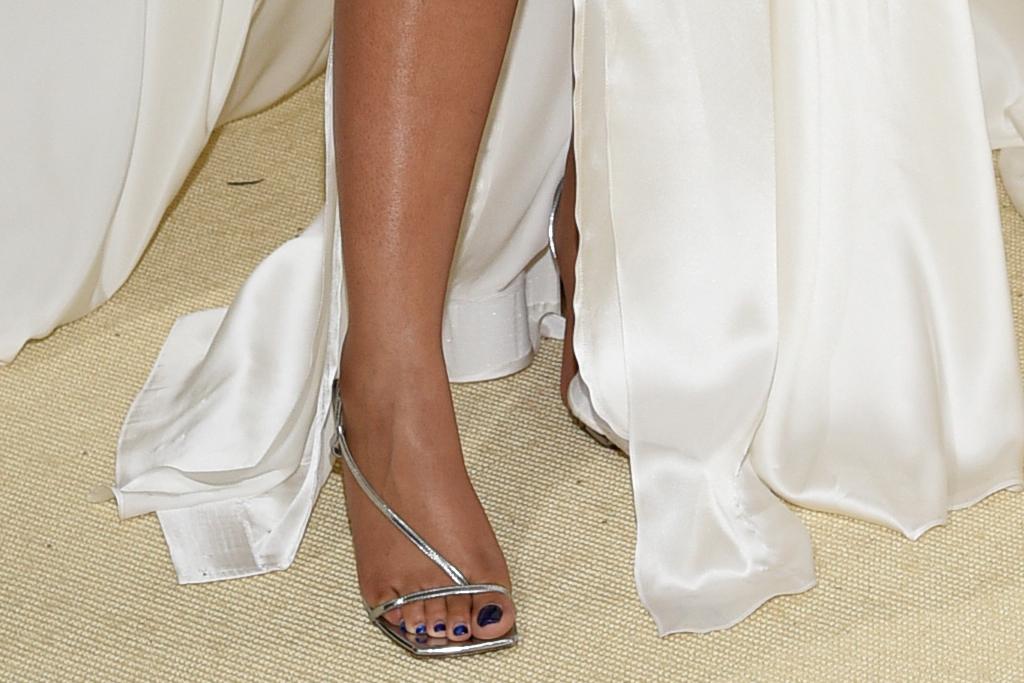 chloe bailey, gown, dress, thong heels, met gala, necklace, hair, halle bailey, met gala 2021, new york, red carpet