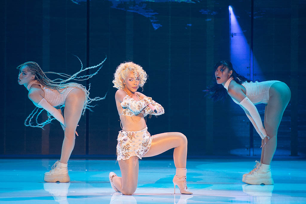 Doja Cat performs on stage during the Balmain Festival as part of Paris Fashion Week Womenswear Spring/Summer 2022 at La Seine Musicale on September 29, 2021 in Boulogne-Billancourt, France. Photo by Laurent Zabulon/ABACAPRESS.COMPictured: Doja CatRef: SPL5261894 290921 NON-EXCLUSIVEPicture by: Laurent Zabulon/AbacaPress / SplashNews.comSplash News and PicturesUSA: +1 310-525-5808London: +44 (0)20 8126 1009Berlin: +49 175 3764 166photodesk@splashnews.comUnited Arab Emirates Rights, Australia Rights, Bahrain Rights, Canada Rights, Greece Rights, India Rights, Israel Rights, South Korea Rights, New Zealand Rights, Qatar Rights, Saudi Arabia Rights, Singapore Rights, Thailand Rights, Taiwan Rights, United Kingdom Rights, United States of America Rights