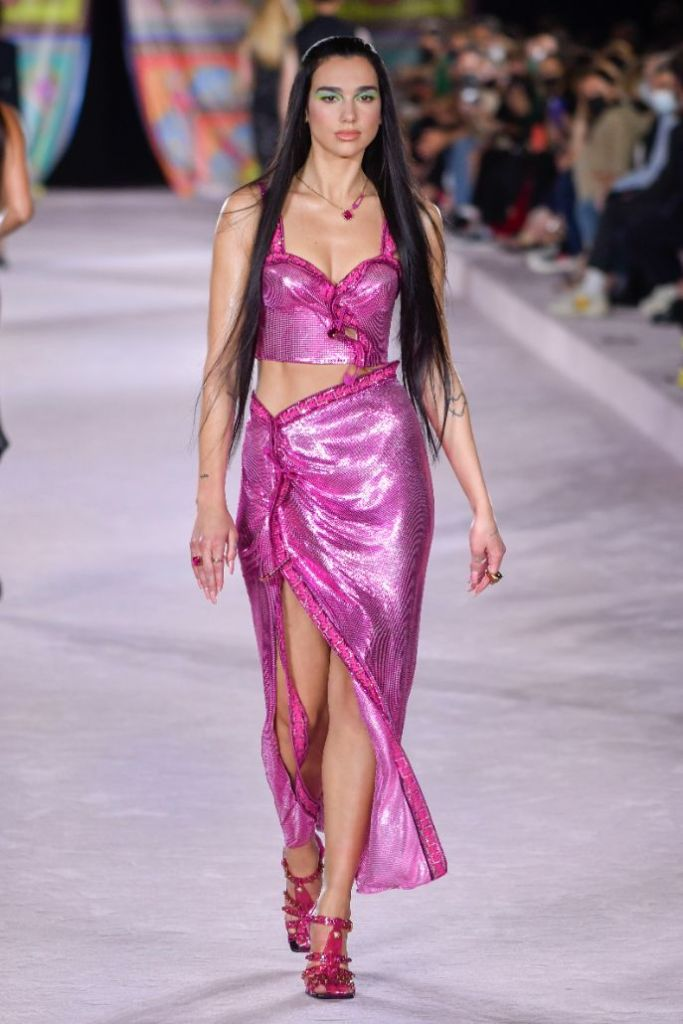 dua lipa, heels, skirt, dresss, blazer, versace, sandals, heels, runway, spring '22, italy