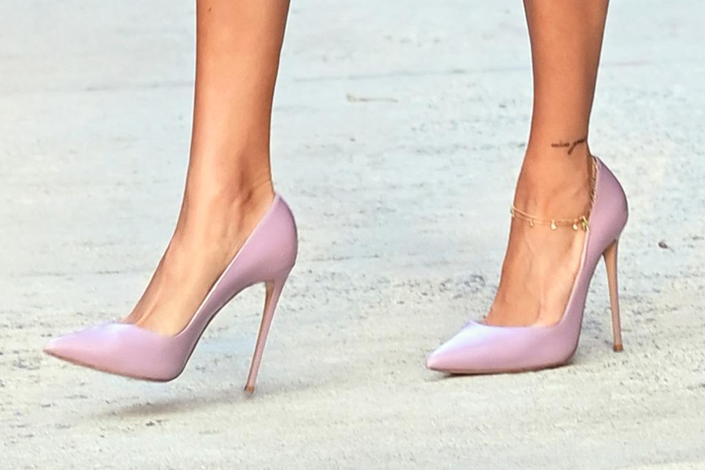 hailey baldwin, dress, sheer dress, pink, heels, pumps, mtv vmas, new york