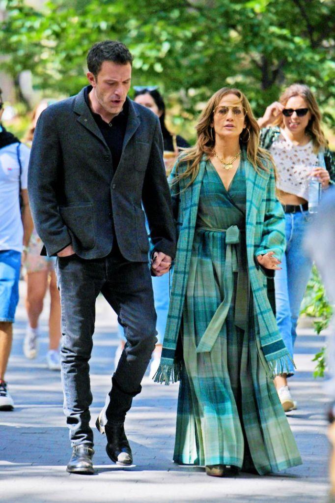 jennifer lopez, dress, plaid dress, coat, heels, boots, platforms, christian louboutin, ben affleck, kiss, date, walk, ny