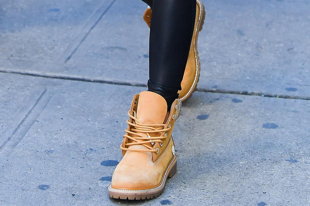 jennifer lopez, fur coat, leggings, combat boots, work boots, timberland, jimmy choo, new york