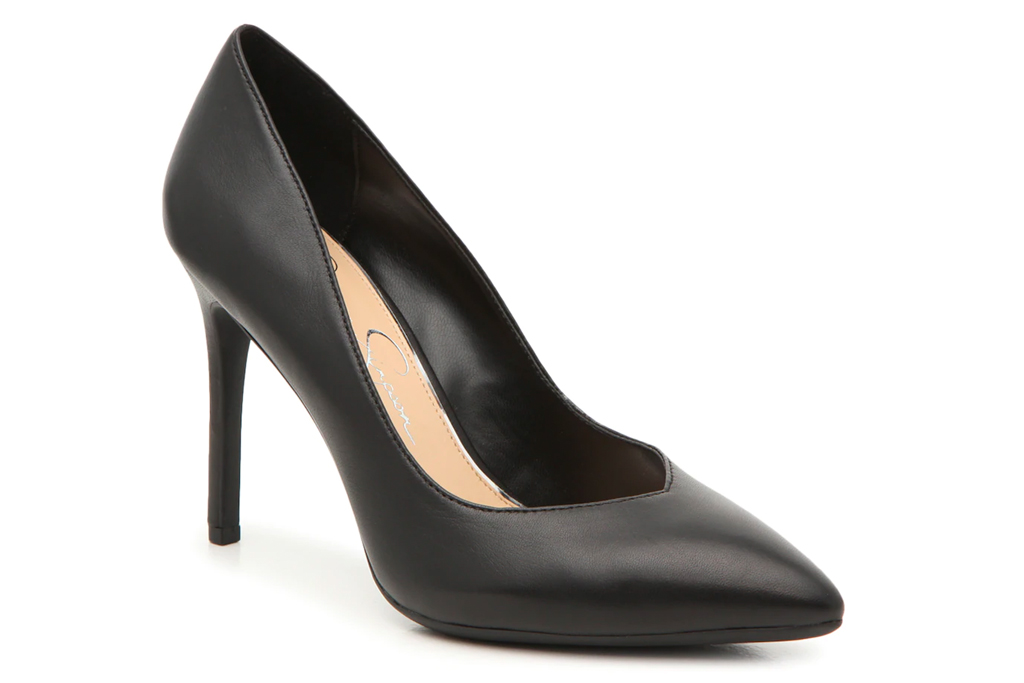 black pumps, pointed-toe heels, jessica simpson