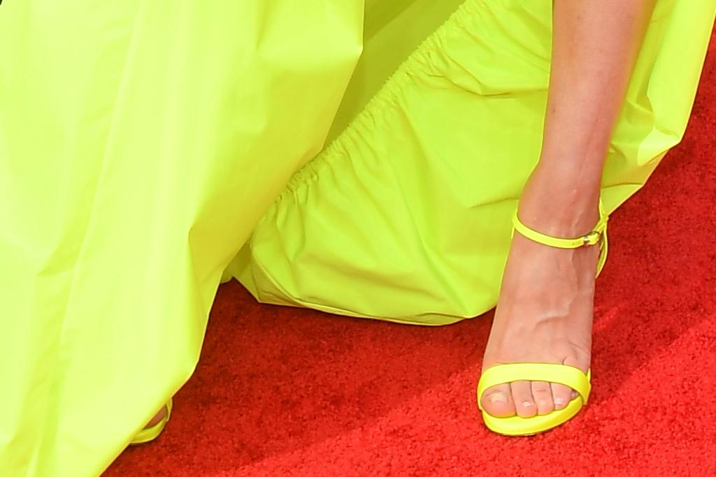 Kale Cuco, Vestido, Tacones, Vestido De Neón, Amarillo, Premios Emmy, Alfombra Roja