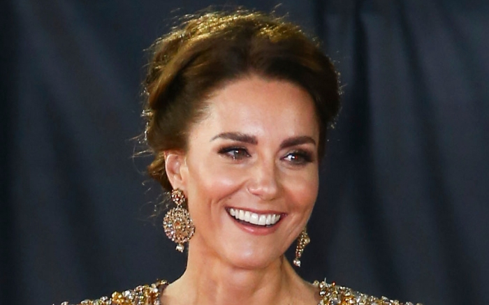 kate-middleton-gold-gown-red-carpet