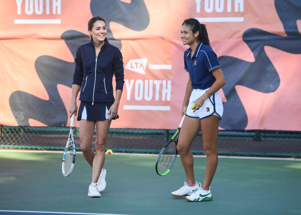 kate middleton, tennis skirt, skirt, jacket, sneakers, tennis shoes, emma raducanu, tennis, england