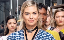 kate upton, dress, checkered dress, necklace,