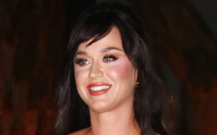 katy-perry-white-dress-top-sandals
