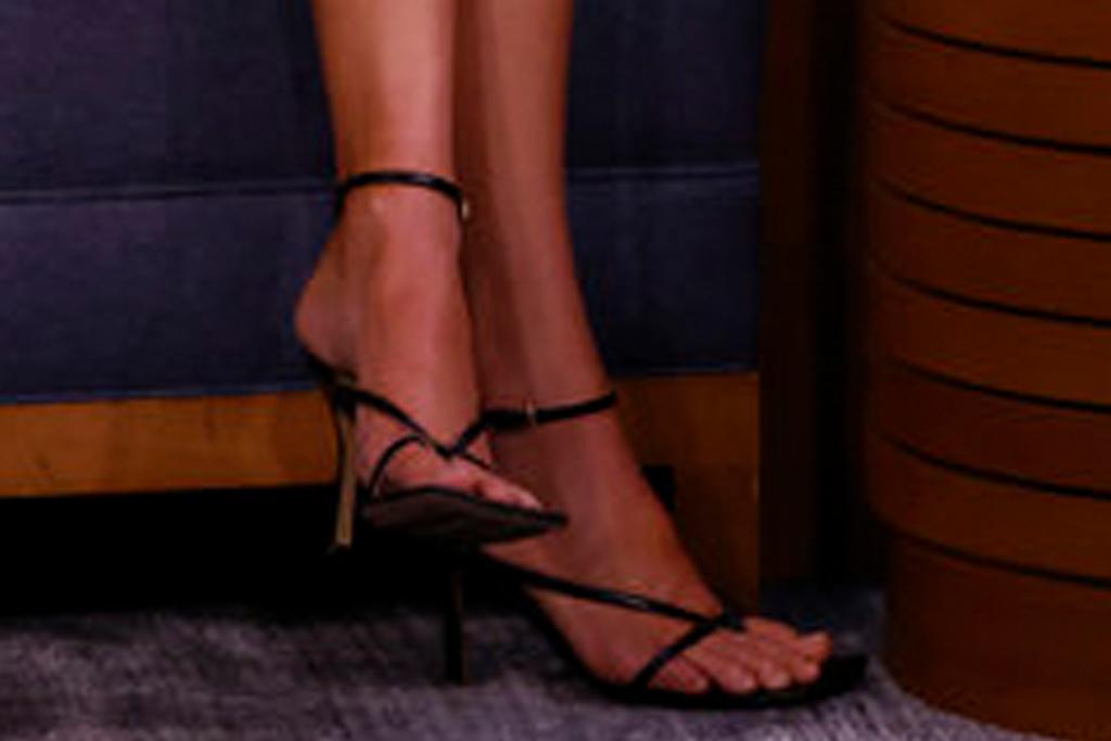 kendall jenner, floral dress, dress, heels, thong sandals, jimmy fallon show, new york