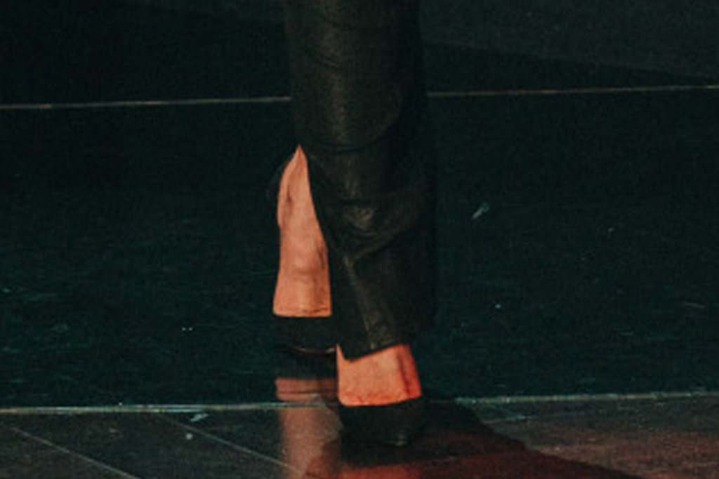 khloe kardashian, strapless dress, tube dress, heels, louboutin, james corden, late late show, la, set, black dress