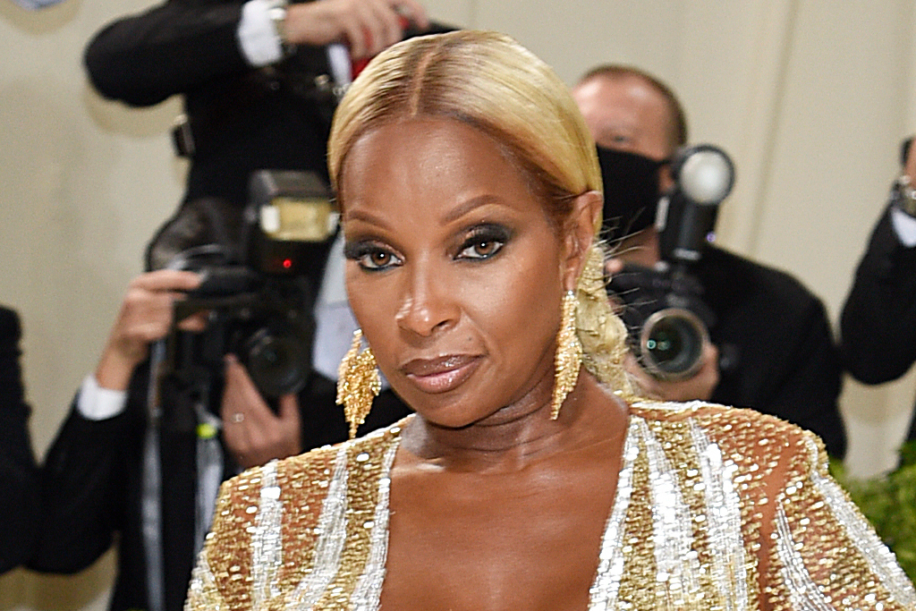 Mary J. Blige Is Statuesque in a Gold Gown & Metallic Stiletto Sandals for the Met Gala 2021 - Footwear News