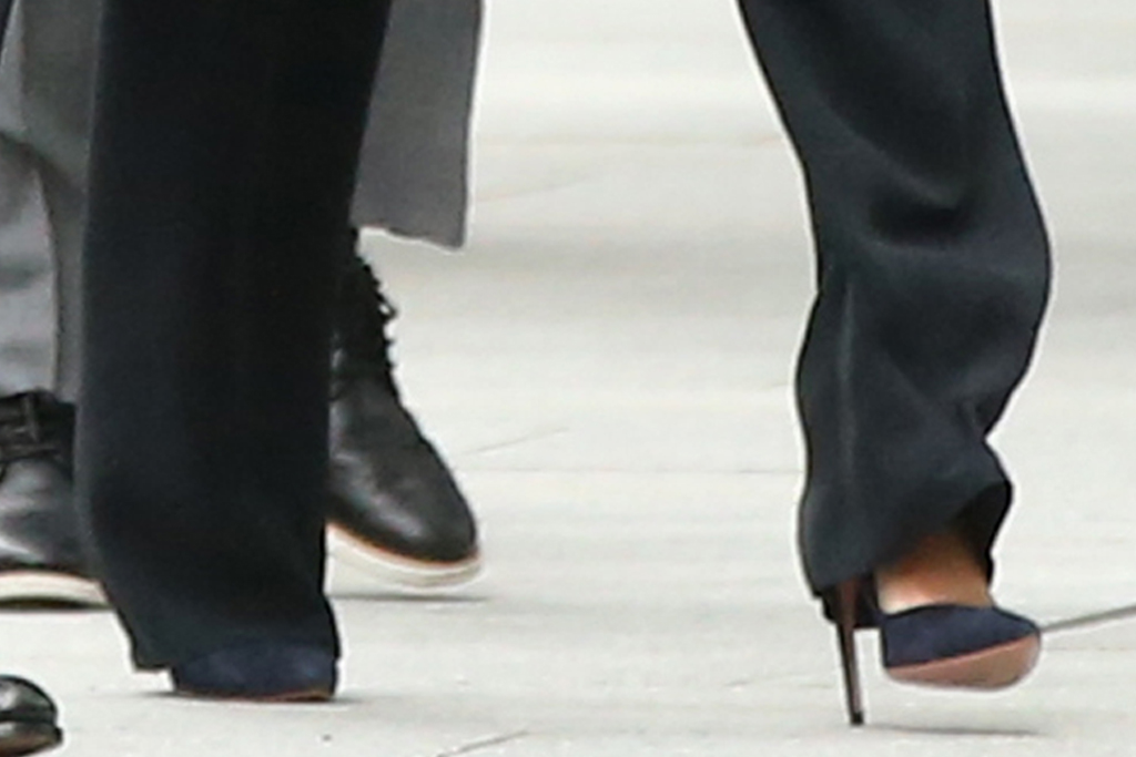 meghan markle, suit, coat, turtleneck sweater, pants, black outfit, heels, new york, prince harry, global citizen
