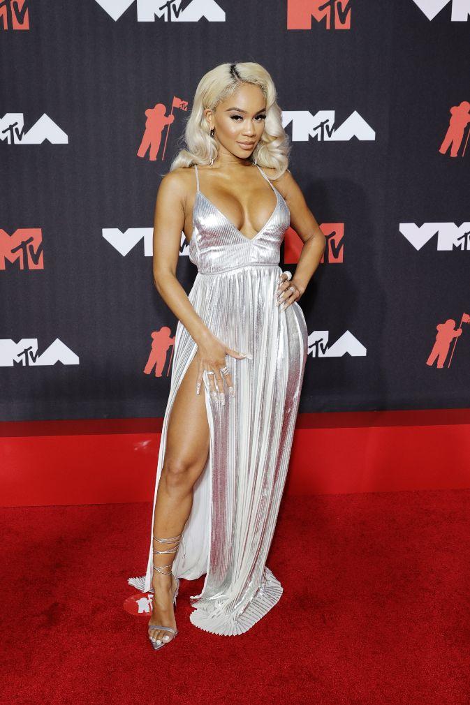 saweetie, silver dress, gown, plunging, heels, metallic sandals, blonde, red carpet, mtv vmas