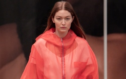 Gigi Hadid, Tods, Milan, runway, ss22