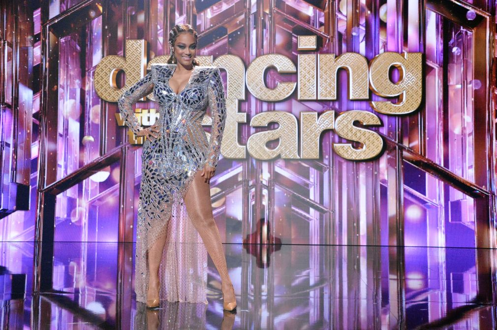 tyra banks, mirror dress, heels, dancing with the stars, host, outfit, episode, dances, la