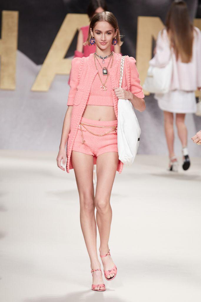 chanel, chanel spring 2022, spring 2022, chanel fashion, chanel runway, chanel paris fashion week, pfw, paris fashion week, fashion, runway, chanel bag, chanel shoes
