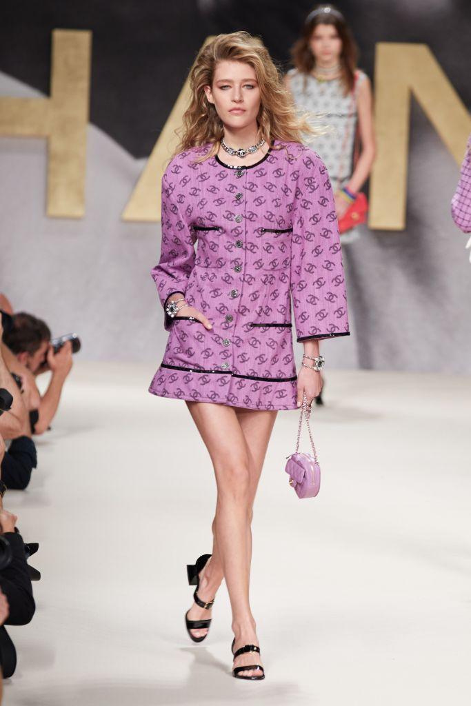 spring 2022 fashion trends, spring 2022 trends, fashion trends, paris fashion week, pfw, paris fashion week trends, pfw trends, runway, chanel
