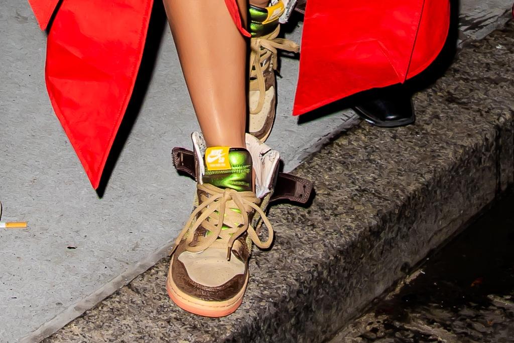 Khloe Kardashian, Christian Louboutin, Saturday Night Live, LaQuan Smith, Nike, Bottega Veneta, sneakers, pointed-toe pumps
