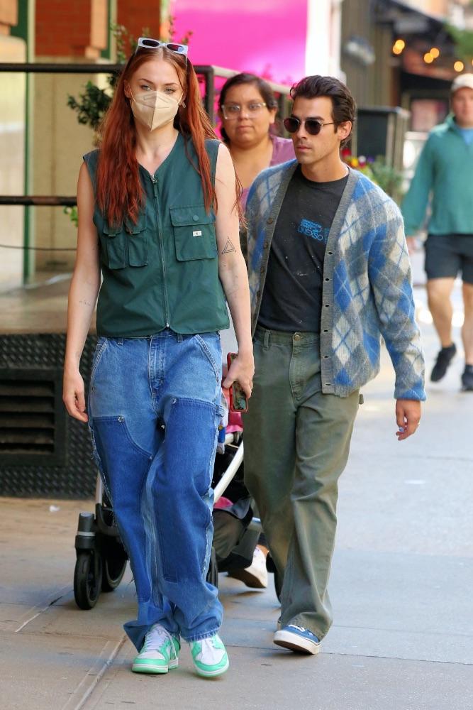sophie turner, joe jonas, nyc, nike, patchwork jeans