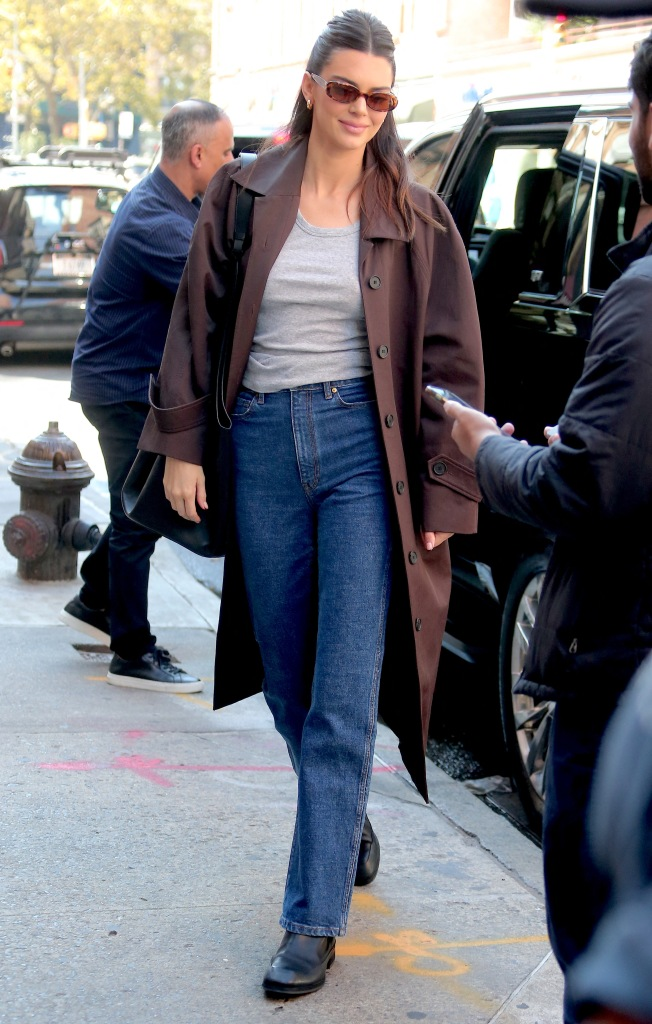 Kendall Jenner, trench cot, blue jeans, black boots, fall style, New York City
