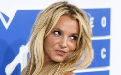 britney spears, shorts, puff sleeve top,