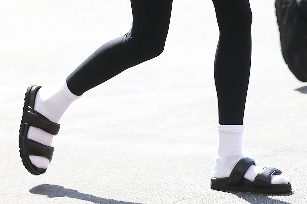 hailey baldwin, leggings, jacket, purse, sandals, slides, socks, los angeles