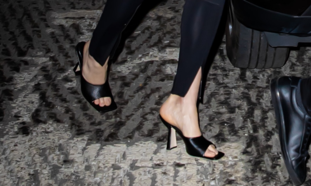 karlie kloss, joshua kushner, snl, nyc, black sandals, peep toe
