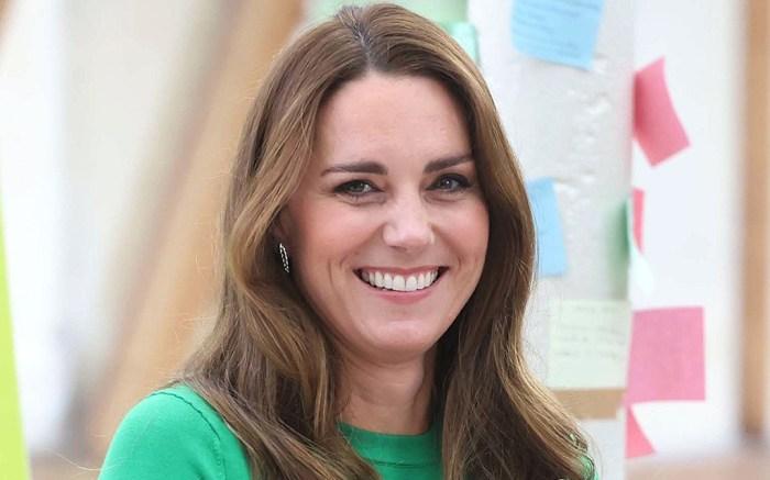 kate-middleton-green-shirt-coat
