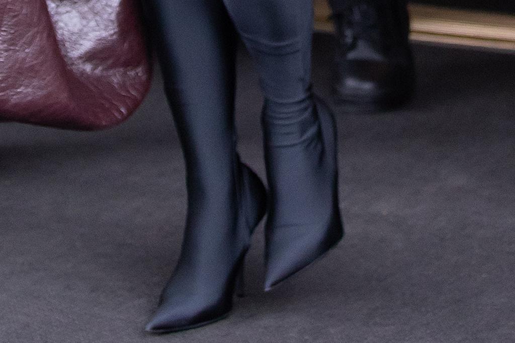 kim kardashian, tights, leggings, shirt, balenciaga, fur coat, boots, heels, snl, saturday night live, new york