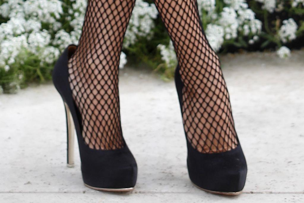 Penélope Cruz, vestido, vestido Chanel, vestido blazer, leggings de malla, tacones, bombas, mamás paralelas, España, película
