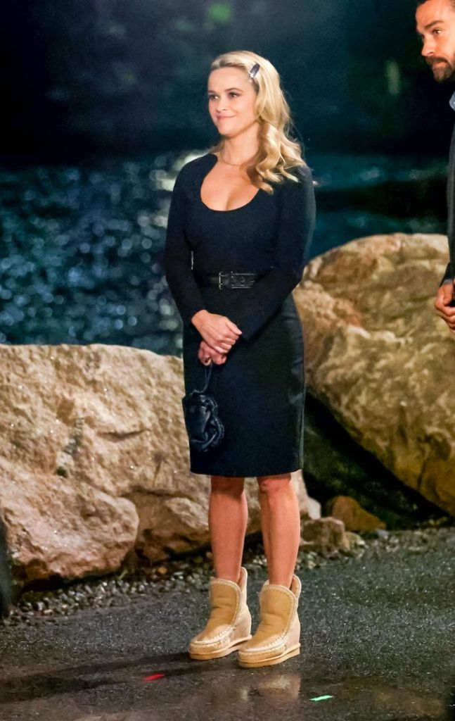 reese witherspoon, black dress, lbd, boots, wedge boots, 2000s, your place or mine, movie, jesse williams, set, new york