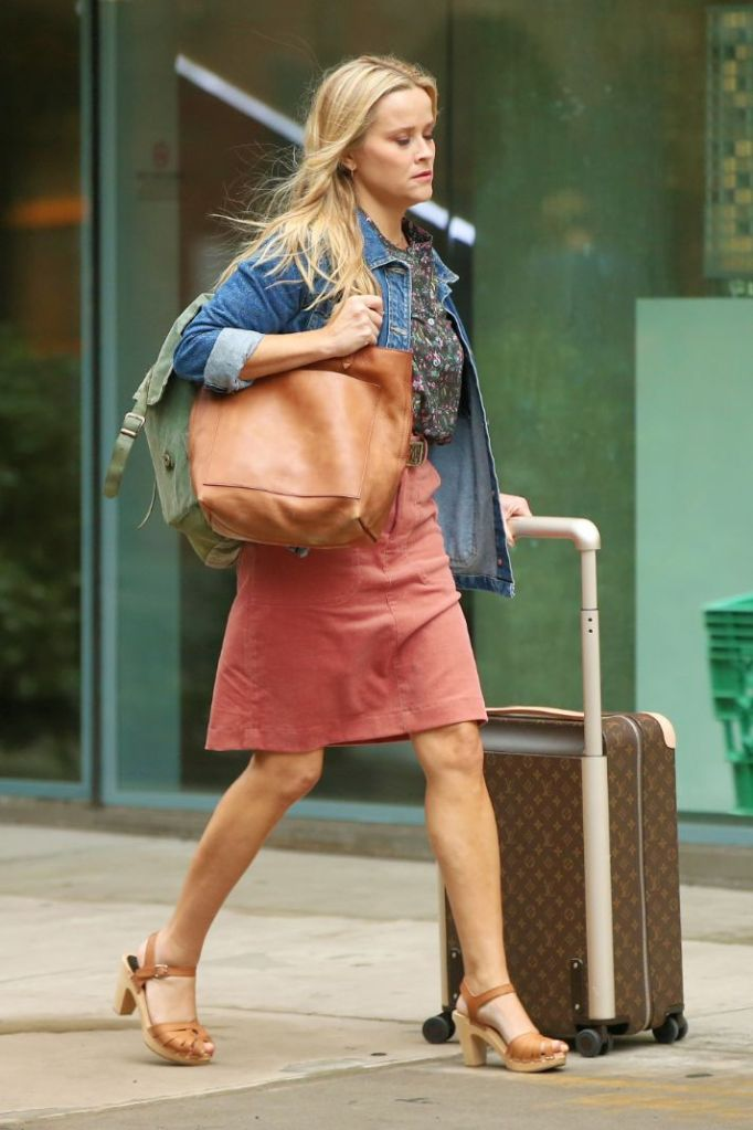 reese witherspoon, skirt, blouse, jean jacket, heels, sandals, purse, your place or mine, movie, ashton kutcher, set, new york