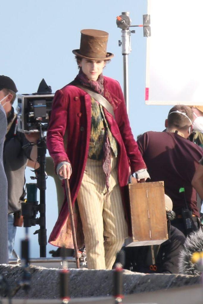 timothee chalamet, willy wonka, wonka, hat, coat, suitcase, cane, movie set, england